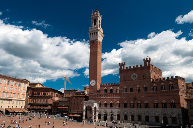 siena-italy-travel-guide-piazza-del-campo
